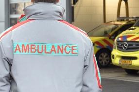 Audrey en Richard testen het nieuwe uniform van ambulancepersoneel: 'Het zit heerlijk'