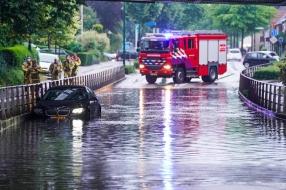 Auto vast in ondergelopen spoortunnel Geldrop, ook tunnel Eindhoven dicht