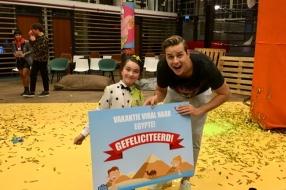 Isa (9) wint vlogwedstrijd van Nickelodeon: 'Ik vind het heel leuk om voor de camera te staan'