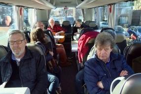 Met een bus vol bezorgde inwoners naar het gemeentehuis: 'Schaijk hoort bij Oss, niet bij Uden'