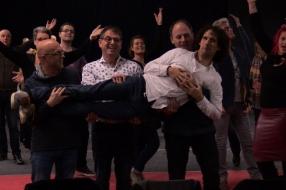 Udense musicalsterren treden op in jurk van Addy van den Krommenacker