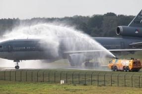 Vliegtuigspotters genieten van laatste vlucht KDC-10: 'Uniek toestel'