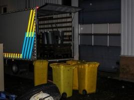13.000 hennepstekken ontdekt in bedrijfspand, 'forse kweekvijver' zegt politie