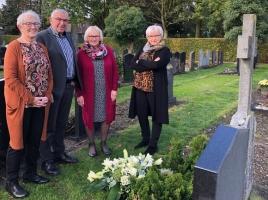 Allerzielen op kerkhof Volkel springlevend: 'We leggen elk jaar bloemen bij ons moeke'