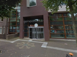Verdacht koffertje gevonden bij gemeentehuis Uden, burgemeester gaat niet uit van serieus gevaar